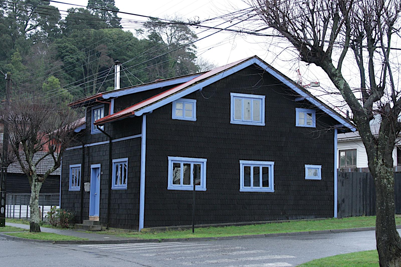 Casas pintadas en gris top la evolucin de una casa ud - Casas de madera pintadas ...